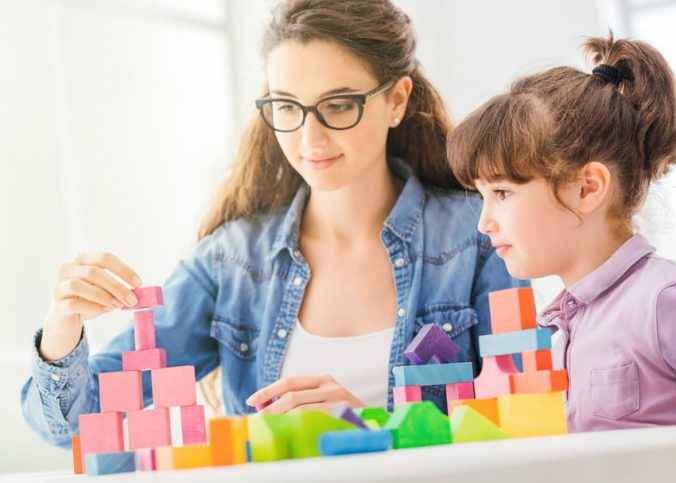 Faire garder vos enfants à temps partiel ou à plein temps : les avantages de ces modes de garde