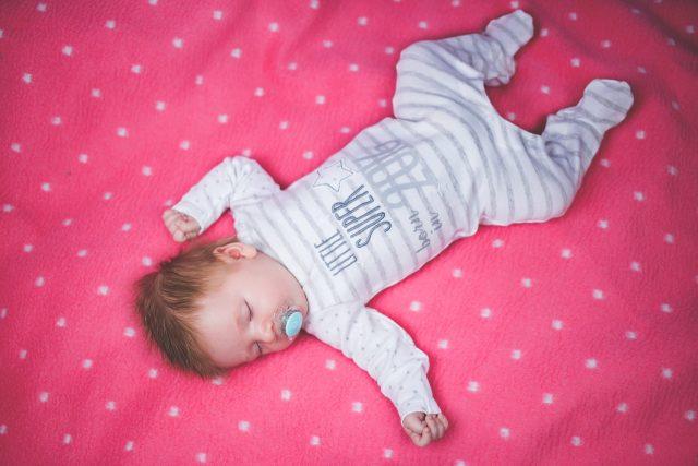 Le matelas de qualité confère un sommeil réparateur au bébé