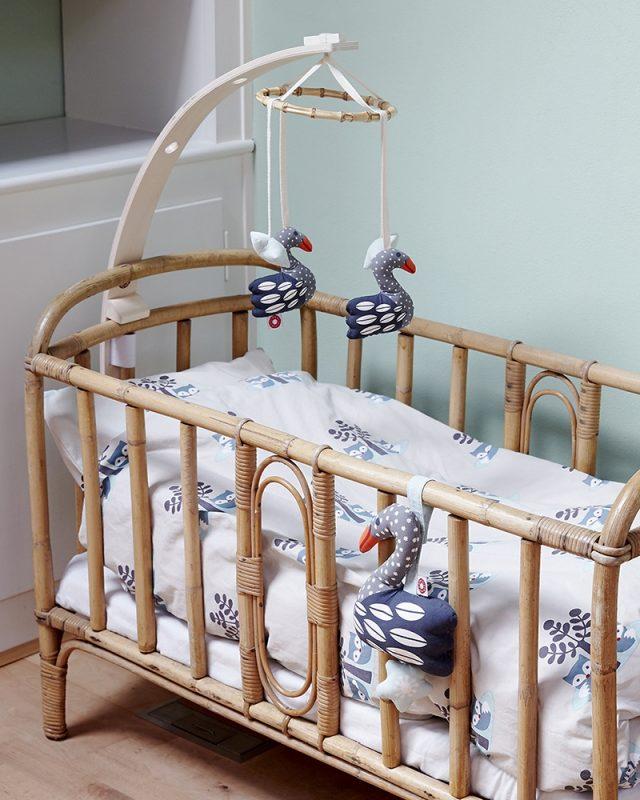 Pourquoi les mobiles bébé en bois sont-ils meilleurs comparés à ceux en plastique ?