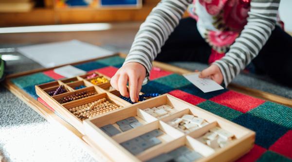 Pourquoi acheter du matériel Montessori